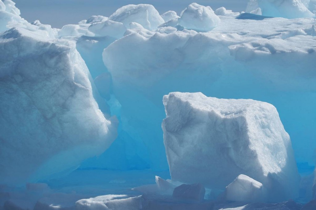 """The amazing """"blue"""" ice is eseen verywhere"""